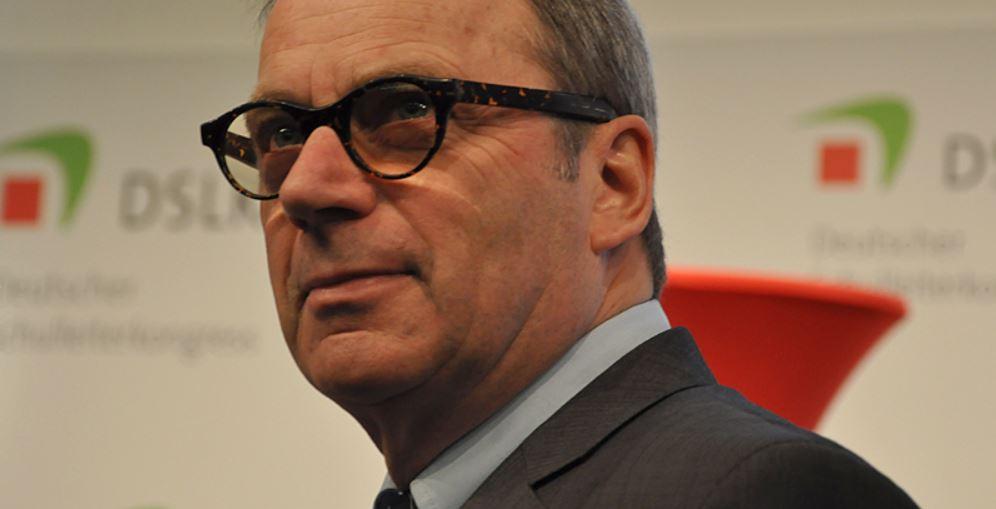 Fordert mehr Unterstützung für die Schulen: VBE-Vorsitzender Udo Beckmann unlängst auf dem Deutschen Schulleiterkongress. Foto: Susanne Schnabel