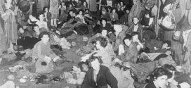 """""""Vier Kiesel bedeuten vier Überlebende"""": Wie eine Holocaust-Überlebende Schülern von ihrer Zeit im KZ Bergen-Belsen berichtet"""