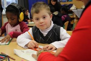 Ab dem kommenden Schuljahr erhalten behinderte Kinder in NRW schrittweise einen Rechtsanspruch auf Unterricht in Regelschulen. Foto: Bertelsmann Stiftung / Ulfert Engelkes