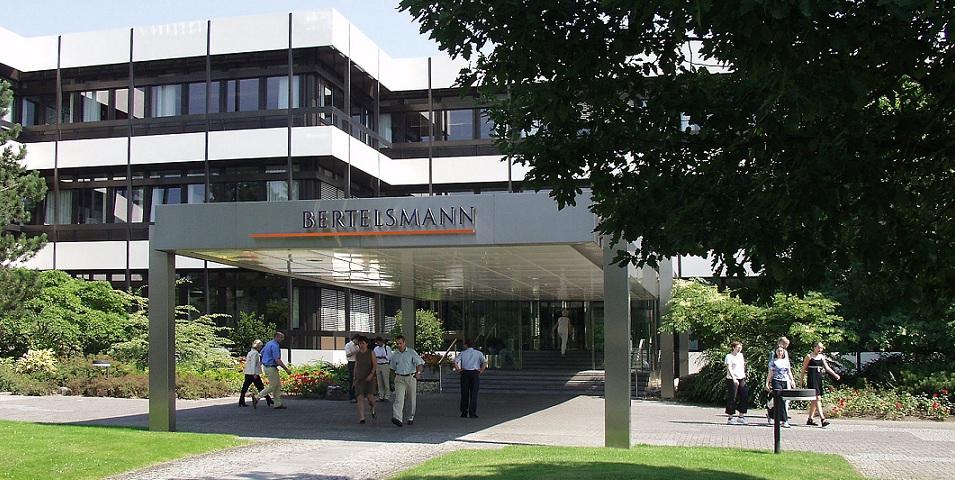 Investiert massiv in den Bereich Bildung: Bertelsmann, hier die Zentrale in Gütersloh. Foto: Bertelsmann Media Relations / Wikimedia Commons
