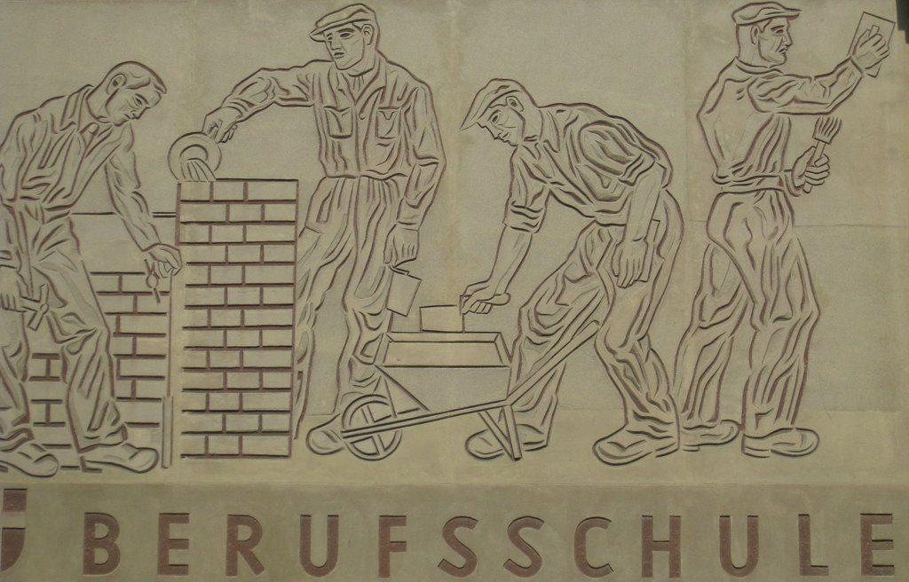 Die Zeichen stehen auf Baustelle. Mit der Ausbildung wandelt sich auch die Berufsschule. Foto: Ewald Judt (CC BY 4.0)
