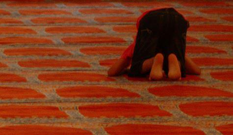 Dürfen muslimische Schüler in der Schule beten? Ja, aber ... Foto: Mikel Iturbe Urretxa / flickr (CC BY 2.0)