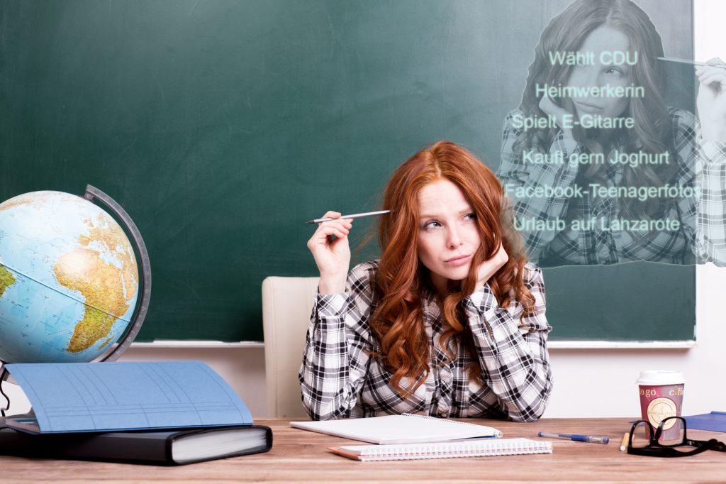 Noch nie hatten es Lehrer so schwer, Beruf und Privatleben zu trennen. Schülern und deren Eltern zu viele private Einblicke zu gewähren, ist jedoch ein Schritt in die ganz falsche Richtung.