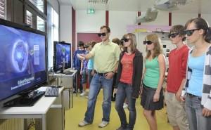 3D-Brillen gehören zum Cyber-Classroom dazu. (Foto: PR/Vivenso)
