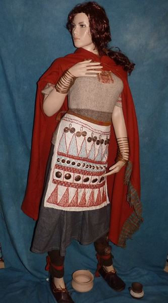 So sah eine Frau aus der Bronzezeit aus - rekonstruiert nach Grabfunden. Foto: Dago1973 / Wikimedia Commons (CC BY-SA 4.0)