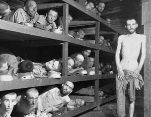 Überlebende des Konzentrationslagers Buchenwald 1945. Foto: US Holocaust Memorial Museum / Wikimedia Commons