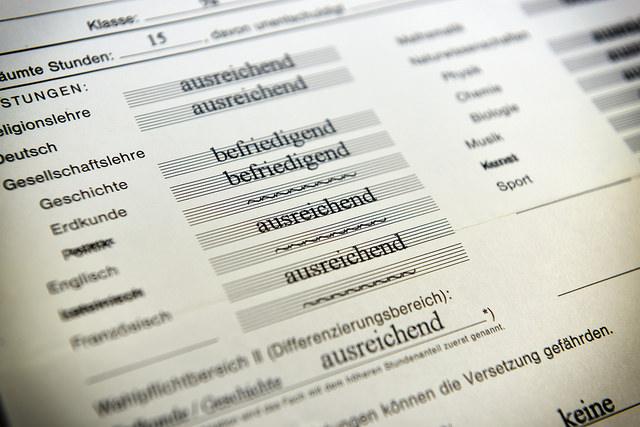 Zeugnisse geben Orientierung, bieten aber keine konkrete Hilfestellung. Foto: Dirk Vorderstraße / flickr (CC BY 2.0)