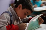 Syrisches Flüchtlingskind in der Schule. Foto: UK Department for International Development (CC BY 2.0)