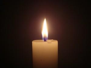 Das Gedenken an die Opfer des Flugzeugabsturzes, ist auch bei Wiederaufnahme eines geregelten Schulbetriebs nicht beendet. Foto: Arivumathi / Wikimedia Commons (CC BY-SA 3.0)