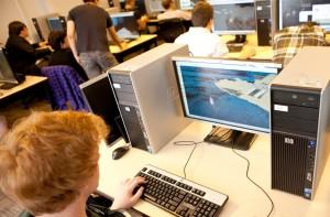 Computer im Unterricht? Gibt's in Deutschland nicht allzu häufig. Foto: Vancouver Film School / flickr (CC BY 2.0)