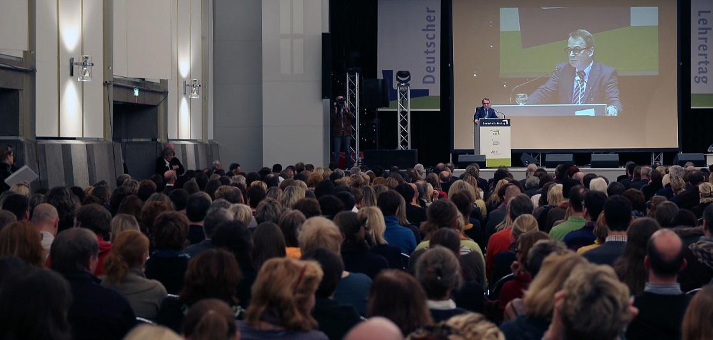 VBE-Vorsitzender Udo Beckmann zeigte sich auf dem Deutschen Lehrertag kämpferisch. Foto: Eduard N. Fiegel / VBE