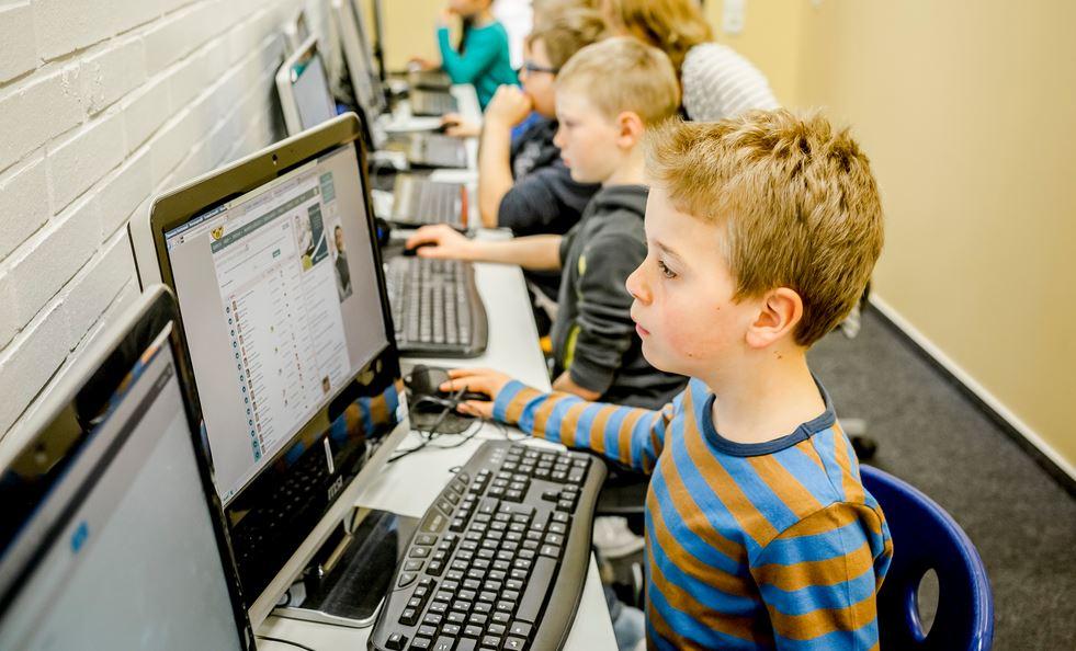 Auch digitales Lernen gehört in der Grundschule auf dem Süsteresch in Schüttdorf zum Programm - keine Selbstverständlichkeit. Foto: Deutscher Schulpreis