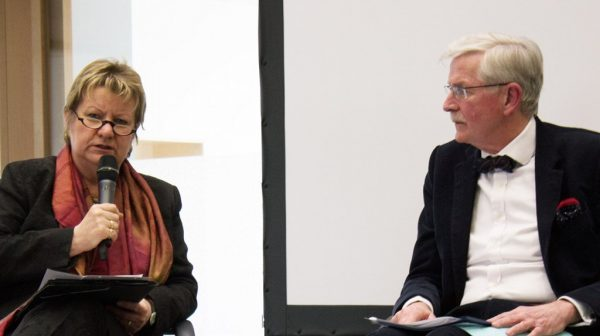 Diskussion um Schulfach Wirtschaft: Wissenschaftler dafür – Löhrmann dagegen