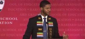 Harvard-Absolvent begeistert mit einer Rede, in der er seine Lehrerin würdigt – das  Video sahen schon Millionen