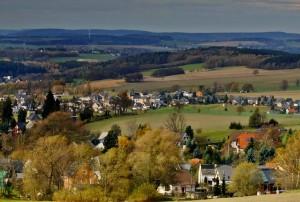 Idyllisch aber unbeliebt. Flächenländer mit großen ländlichen Regionen haben Nachteile im Konkurrenzkampf um die Nachwuchslehrkräfte. Foto: Mandy Graupner / pixelio.de