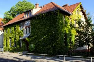 Dorfschule - Die Pläne zur Schließung von Minischulen in Sachsen Anhalt sind heiß umstritten. In diesem Sommer sollen 31 Grundschulen geschlossen werden. Foto: michael.berlin / flickr (CC BY-SA 2.0)
