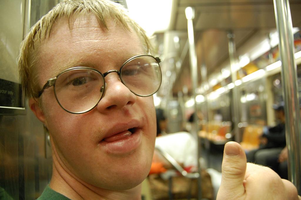 Schulabgänger mit Behinderungen - hier ein junger Mann mit Down-Syndrom - haben wenig Chancen, eine Lehrstelle zu finden. Foto: Saucy Salad / flickr (CC BY 2.0)