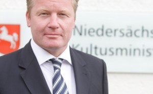 In der Kritik: Niedersachsens Kultusminister Bernd Althusmann. Foto: Kultusministerium Niedersachsen