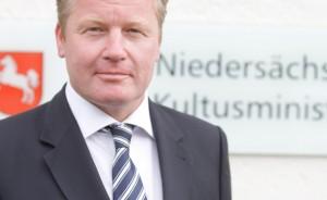 Niedersachsens Kultusminister Bernd Althusmann möchte die Geldmittel der Berufsschulen prüfen lassen. Foto: Kultusministerium Niedersachsen
