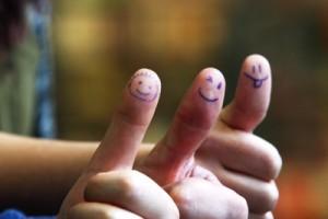 Freundlichkeit hilft weiter: Manchmal sitzen Lehrer auch auf der anderen Seite. Foto: Esther Stosch_pixelio.de