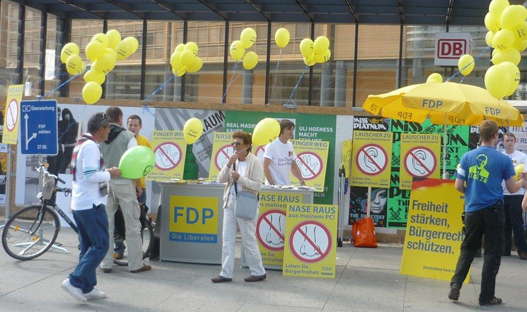 FDP-Wahlkampfstand (2009). Besonders mit dem Thema Bildung will sich die Partei nun profilieren. Foto: Benjamin Beckmann (CC BY-SA 2.0)