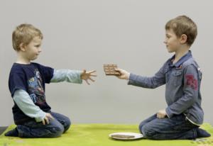 Späte Entwicklung einer Hirnregion erklärt, warum es Kinder schwer fällt, fair zu teilen; Foto: Max-Planck-Institut für Kognitions- und Neurowissenschaften