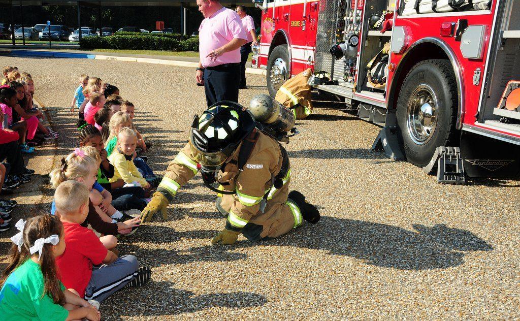 Nach Ansicht von Fachleuten eine unverzichtbare schulische Aufgabe: Brandschutzerziehung. Bild: Fort Rucker / flickr (CC BY 2.0)
