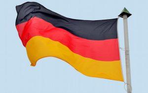 Das tägliche Hissen der Deutschlandfahne bleibt Brandenburgs Schulleitern wohl erst einmal erspart. Foto: Andreas Hermsdorf / pixelio.de