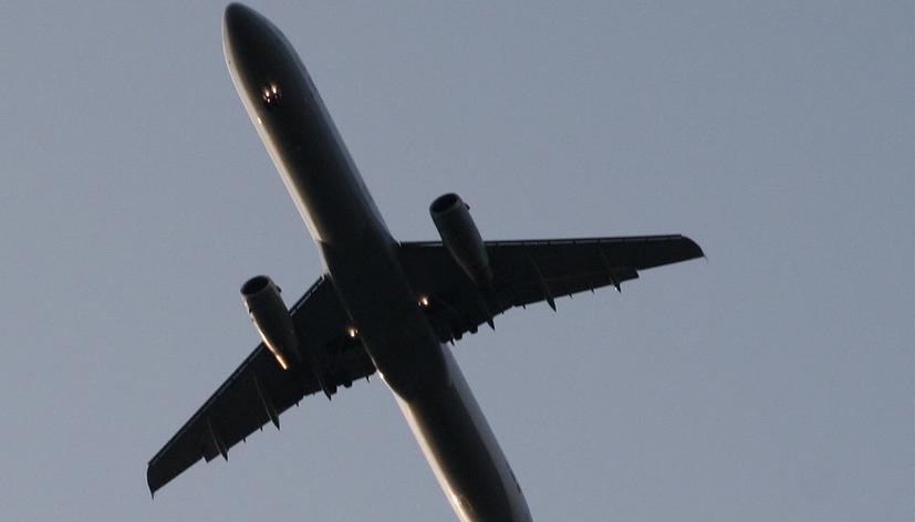 Ganz schön laut so ein Flugzeug. Die Auswirkungen auf die Lernleistung von Kindern sind bislang ungeklärt. Foto: Joerg Moellenkamp / Flickr (CC BY 2.0)