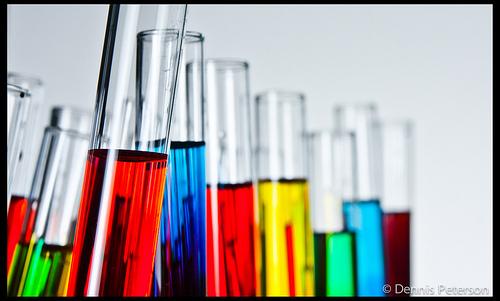 Wo können Schüler in erreichbarer Nähe Laborluft schnuppern? Das soll die neue Suchmaschine verraten. Foto: Dennis Peterson / Flickr