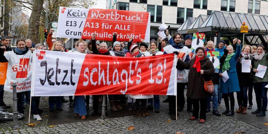 Berliner Grundschullehrkräfte protestieren demonstrieren für eine Höhergruppierung. Foto: GEW Berlin