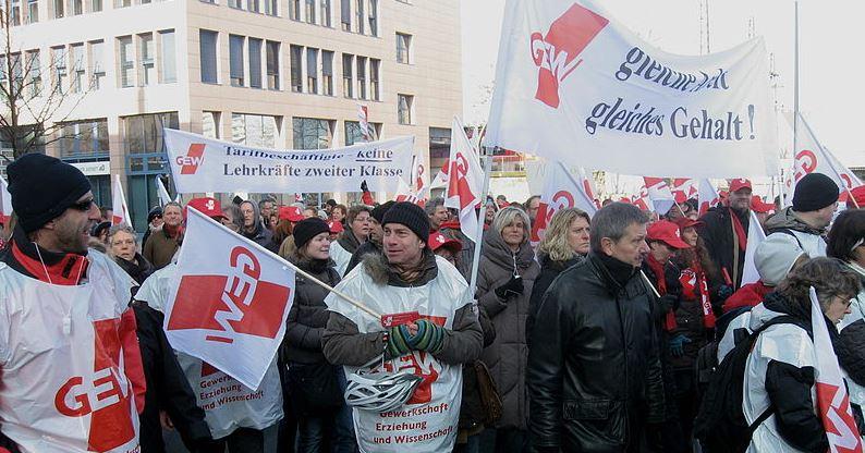 Die GEW trommelt schon seit langem für eine Angleichung der Lehrergehälter, hier eine Demo von 2011. Foto: Mbdortmund / Wikimedia  Commons (CC BY-SA 3.0)