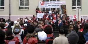 Schulpolitik ist (fast immer) umstritten: GEW-Demonstration in Dortmund 2009. Foto: MbDortmund / Wikimedia Commons