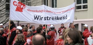 Die GEW hat für kommende Woche zu Warnstreiks in Sachsen aufgerufen. Das Foto zeigt eine Demonstration in Dortmund 2009. Foto: Mbdortmund / Wikimedia Commons / GNU Free Documentation License