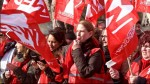 Die GEW - hier Mitglieder bei einer Aktion im Tarifstreit - macht gegen die AfD mobil. Foto: Archiv/GEW