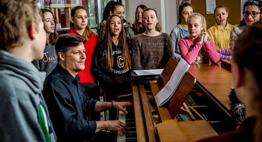 """""""Masse statt KIasse"""": Studie attestiert der Ganztagsschule in Deutschland, ihr pädagogisches Potenzial nicht auszuschöpfen"""