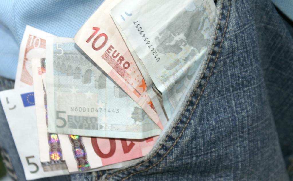 Wieviel Geld mehr haben Lehrkräfte im nächsten Jahr in der Tasche? Foto: S. Hofschlaeger / pixelio.de