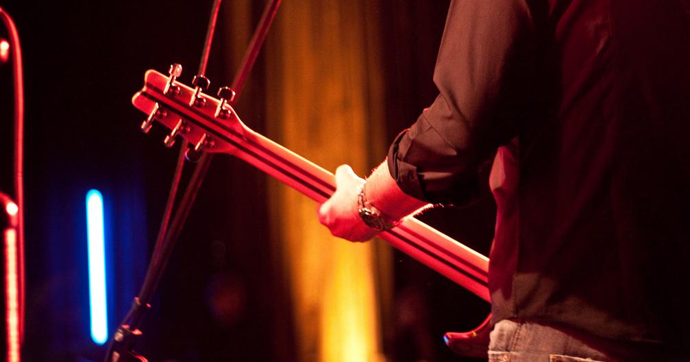 Für beliebte Instrumente wie die Gitarre fehlen schon jetzt bis zu 24 Lehrer, meint der Musikschulverband Sachsen. Foto: florianplag / flickr (CC BY 2.0)