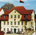"""Historischer Ort: Die """"Grüne Tanne"""" mit der Fahne der Burschenschaft. Foto: Wikimedia Commons"""