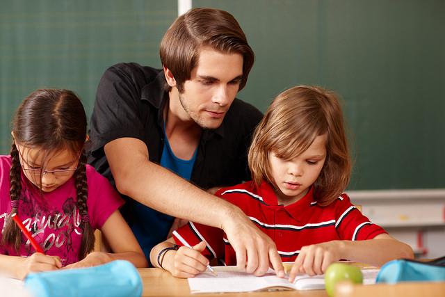"""""""Die Arbeit ist aus der Balance geraten"""": GEW und VBE trommeln gemeinsam dafür, dass Grundschul-Lehrkräfte mehr Zeit bekommen. Und mehr Geld"""