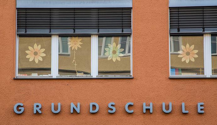 Sind Grundschulen in Rheinland-Pfalz chronisch unterbesetzt? Lehrerverbände VBE und GEW schlagen Alarm – Bildungsministerin Hubig wiegelt ab