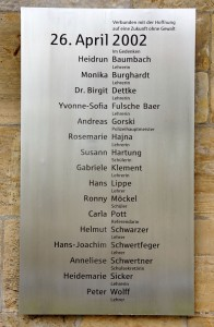 Gedenktafel für die Opfer am Gutenberg-Gymnasium (Foto: Wikimedia)