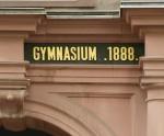Eingang eines Gymnasiums (Ausschnitt)