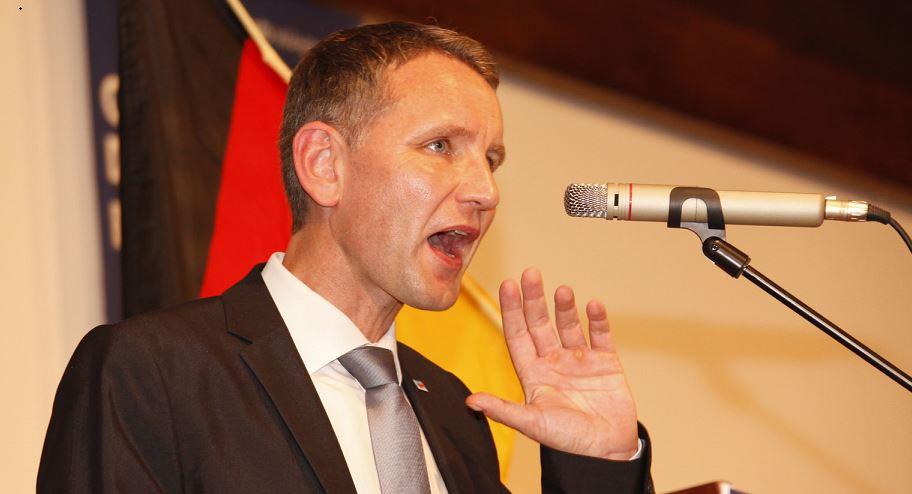 """AfD-Größe Höcke (selbst Geschichtslehrer von Beruf): Schulen machen deutsche Geschichte """"mies und lächerlich"""" – wegen Holocaust-Gedenkens"""