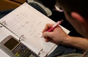 Die Forschungslage zum Nutzen von Hausaufgaben präsentiert sich alles andere als eindeutig. Foto: chrismetcalfTV / flickr (CC BY 2.0)