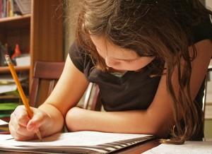 Hausaufgaben beeinflussen Freizeit der Schüler und sind Streitthema in der Familie; Foto: woodleywonderworks / Flickr (CC BY 2.0)