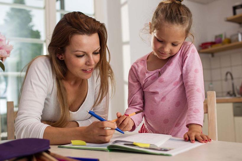 Schüler bei der Hausaufgabenbetreuung