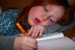 Nicht gerade die optimale Haltung für die Hausaufgaben. Foto: apdk / Flickr (CC BY 2.0)