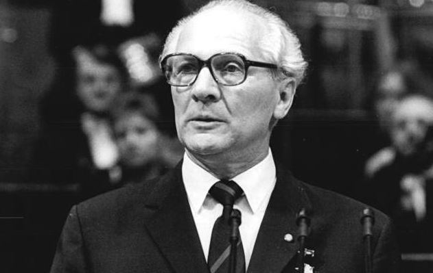 Wie viele Schüler mögen mit dem Namen Erich Honecker noch etwas anfangen können? Foto: Bundesarchiv, Bild 183-1987-1023-036 / Mittelstädt, Rainer / Wikimedia Commons / CC-BY-SA 3.0