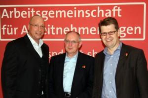 Uwe Hueck mit Wolfgang Maedel und Ralf Stegner